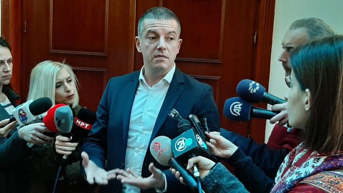 Фрчат огласи за работа во администрација, Манчевски тврди не биле наменски пред избори