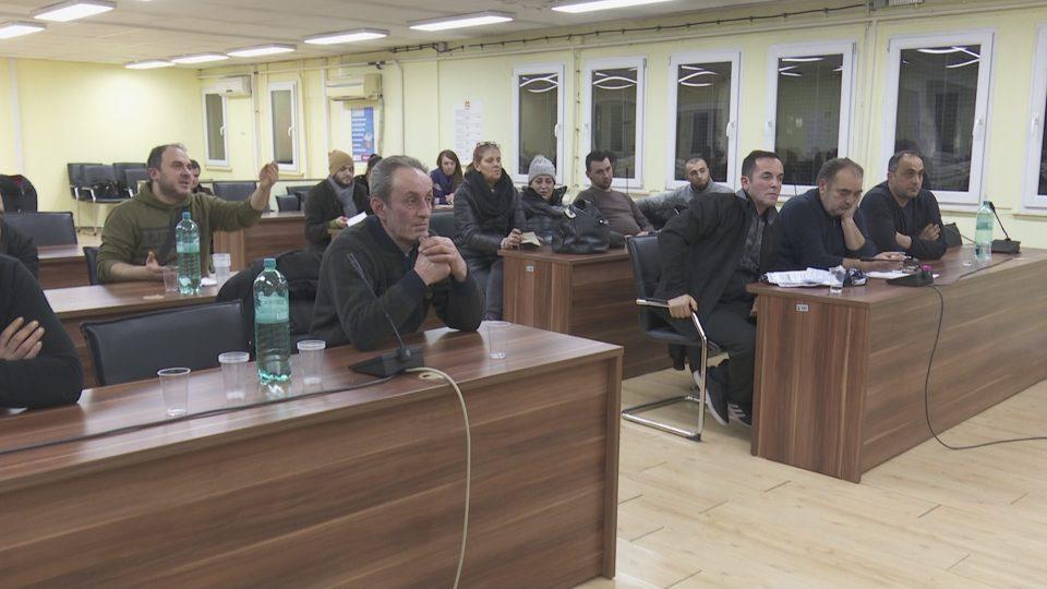 Пазарџиите му се налутија на Богдановиќ зашто доцеше – сепак средба имаше, но договор не