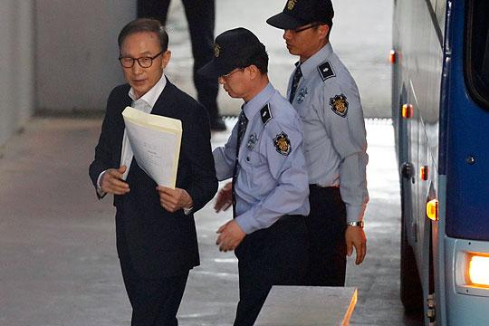 17 години затвор за поранешниот јужнокорејски претседател