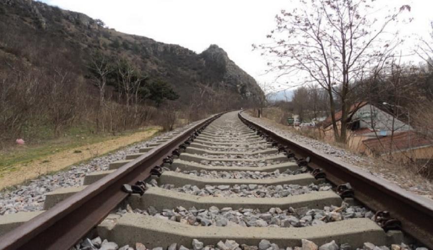 Возовите мируваат четврти ден, машиновозачите ја бојкотираат работата и најавуваат колективен отказ