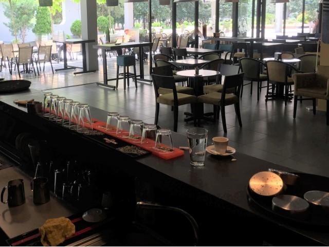 Туристичките агенции, рестораните и кафулињата пред колапс