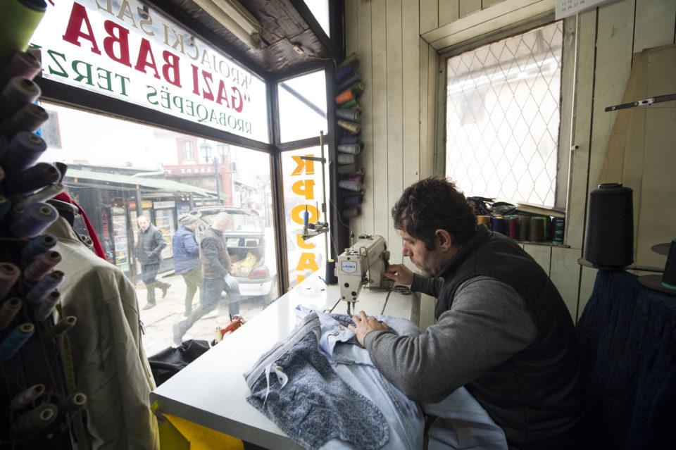 Бизнисот бара субвенции за плати и ослободување од придонеси, занаетчиите и таксистите на раб на егзистенција