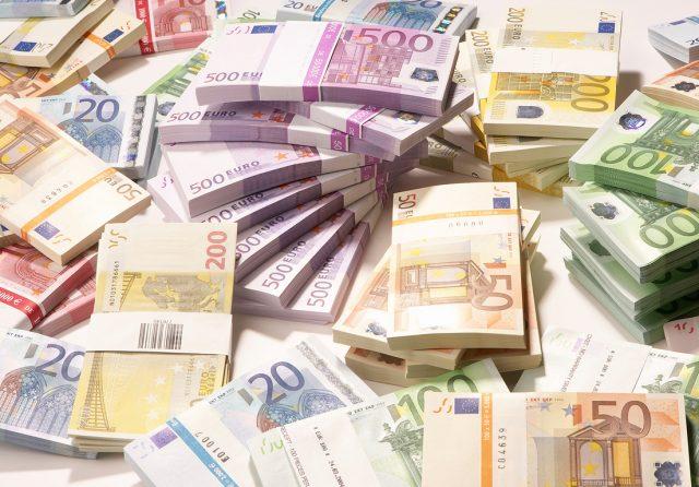 Македонија ќе позајми до 610 милиони евра за справување со коронавирусот