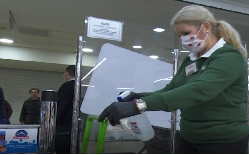 Алфа репортажа: Како се одржува хигиената во маркетите во вонредна состојба?