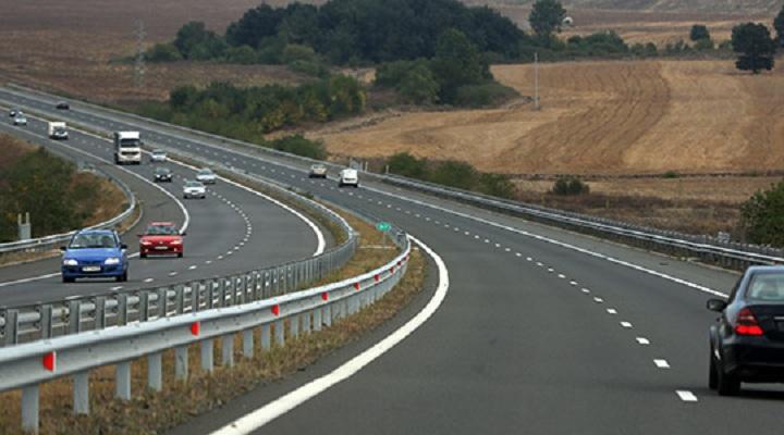Сообраќајот на државните патишта се одвива непречено и по суви коловози