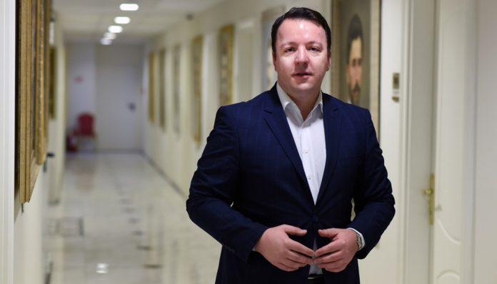 Николовски: Не следат преку двете безбедносни агенции во Македонија
