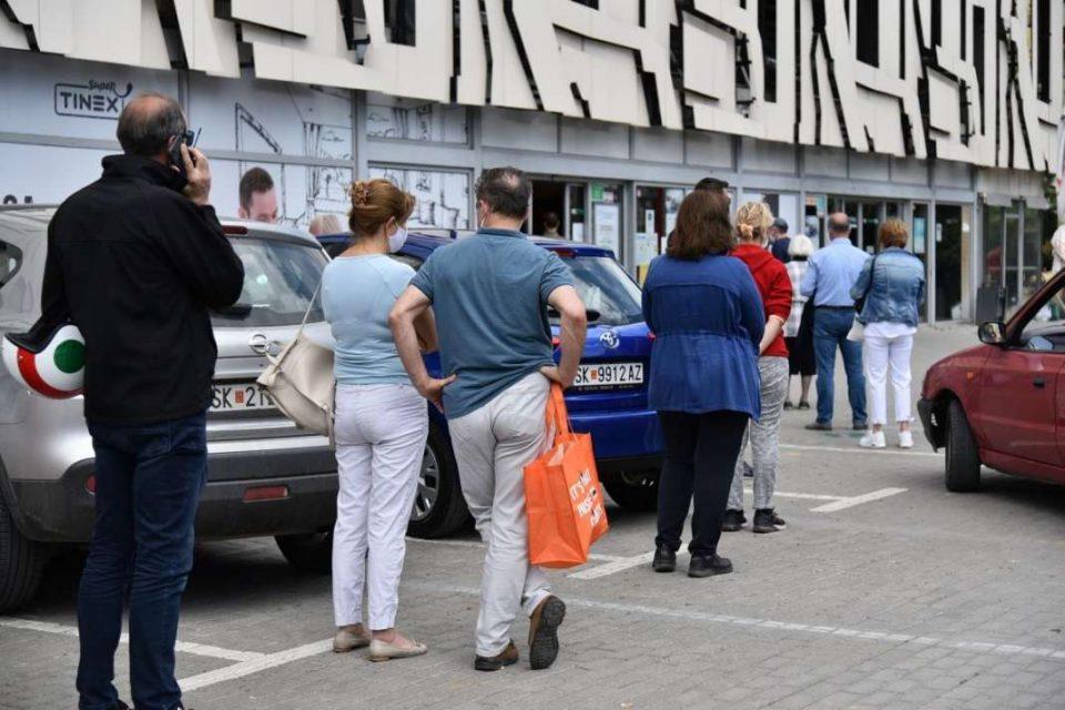 """За """"духовден"""" нема одење на гробишта низ цела Македонија, пола држава затворена дома, граѓаните бесни"""