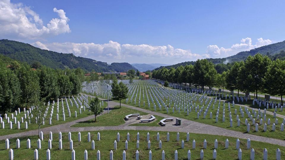 Босна и Херцеговина одбележува 25-годишнината од масакрот во Сребреница