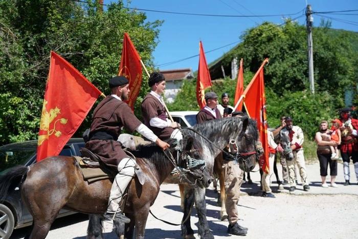 Здружението Илинденски коњички марш од Горно Лисиче ги демантира информациите дека на Гумење нападнале крушевчанец