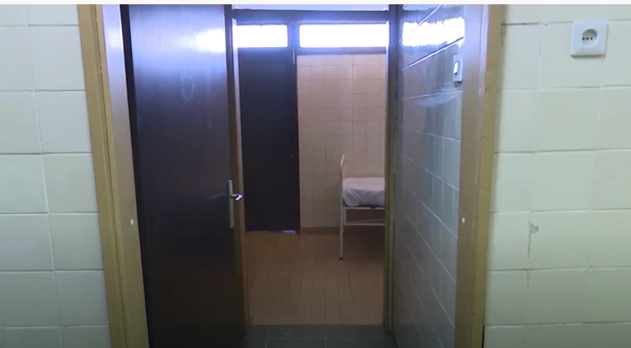 Прашина, влага, крвави чаршави, нечисти кревети-сведоштво за состојбата во Штипската болница