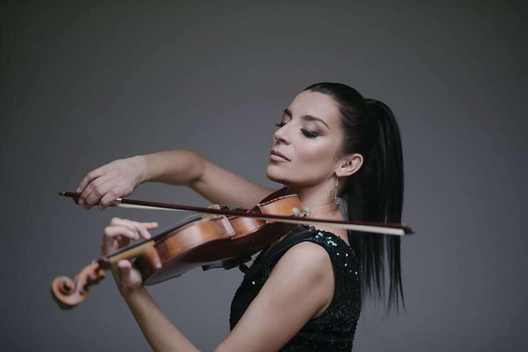 Андријана Јаневска дел од проект за Гинис, ќе пее како претставник од Република Македонија
