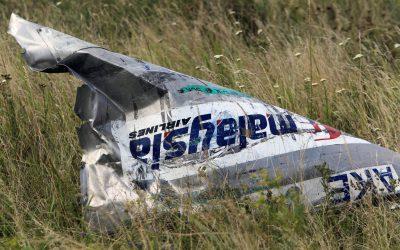 Најмалку две лица загинаа при пад на авион во Калифорнија