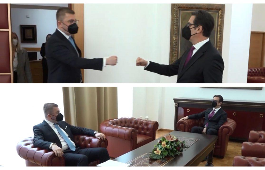 Ги одмрзнаа односите: Мицкоски бара правда за 27 април, Пендаровски за нов судски процес ако има нови докази