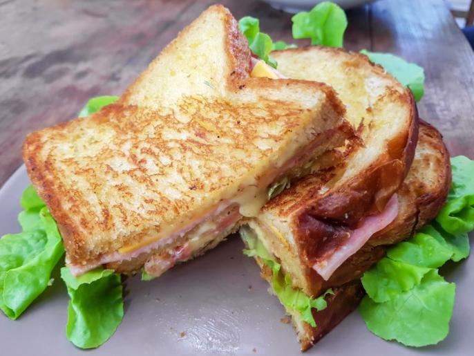Појадок готов за 15 минути: Рецепт за совршен топол сендвич од рерна