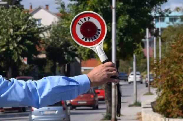 МВР: 184 сообраќајни прекршоци во Скопје