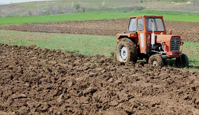 Законот за распродажба на државно земјоделско земјиште ги крена земјоделците на нозе